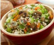 Soupe à l'orge, aux herbes et champignons