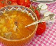 Soupe au chou, pommes de terre et saucisses