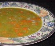 Soupe aux pois jaunes et verts