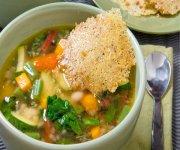 soupe de légumes avec du Noyer-parmesan