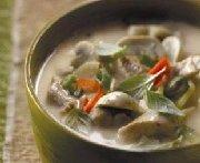 Soupe thaï au dindon et à la noix de coco