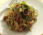 Spaghettis aux courgettes, aux tomates séchées et au yogourt
