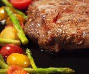 Steaks braisés à la bière et aux poivrons