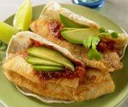 Tacos au poisson avec salsa à l'avocat