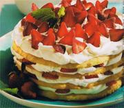 Torte étagée aux fraises et à la crème