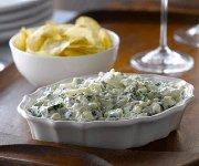 Trempette crémeuse à l'oignon caramélisé, au fromage Bleu canadien et aux épinards